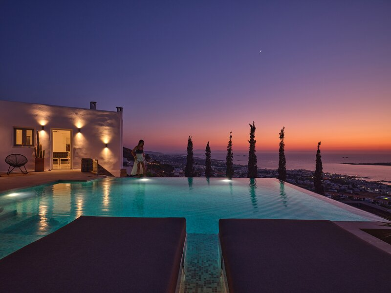 Infinity sea view hillside villa with private pool, holiday rental in Agios Charalampos