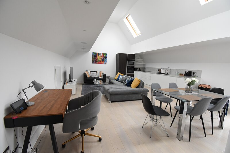 Northside Apartments Ealing - Deluxe Two Bedroom, holiday rental in Southall