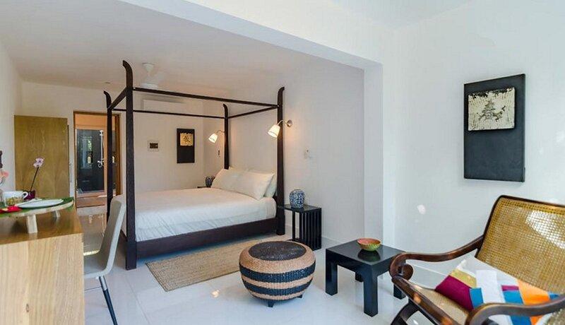 Private bedroom in beachfront resort with jacuzzi/billiard/pool/Wi-Fi/cable TV, location de vacances à Gaspar Hernandez
