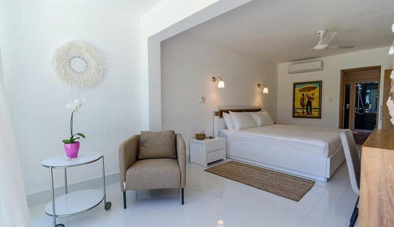 Hotel room on sandy beach, all-inclusive option available, location de vacances à Gaspar Hernandez