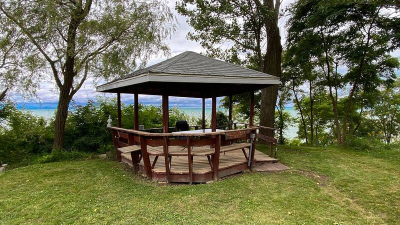 Bluewater Sunset�LakeFront� close Bayfield GrandBend ⛱️, holiday rental in Ailsa Craig