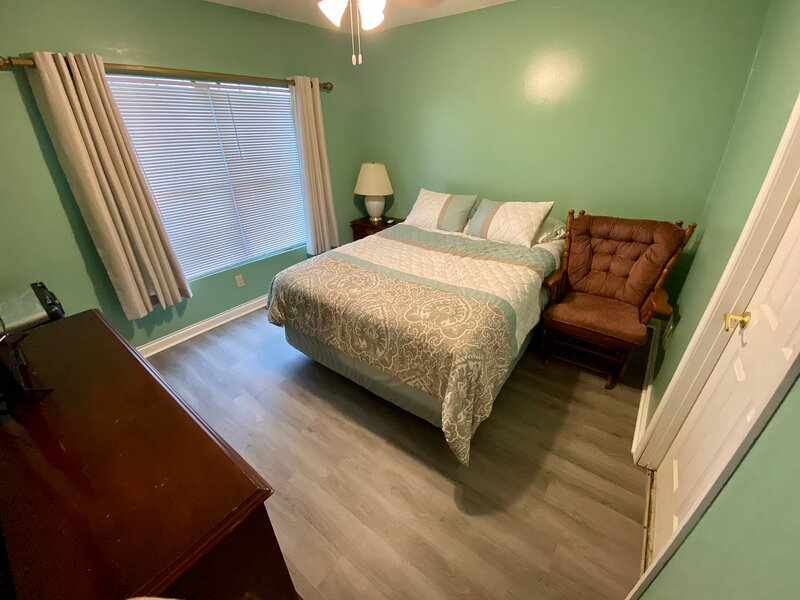 Guest Suite Central to Everything, holiday rental in Brent