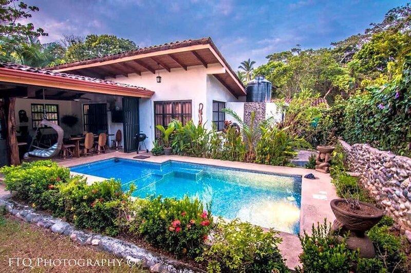 Villa La Pina!!!! Outdoor Living At Its Best!!!!!!, vacation rental in Esterillos Oeste