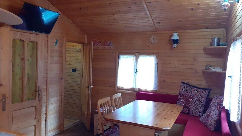 TIPICO BUNGALOW IN LEGNO, holiday rental in Claviere