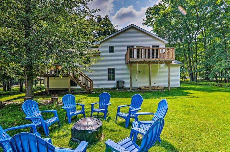 NEW! Poconos Retreat w/ Game Room & Pool Access!, vacation rental in Pocono Summit
