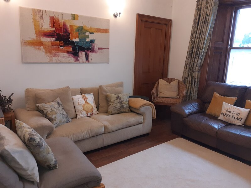 Moatville Upper (3 bedroom apartment), holiday rental in Luthrie