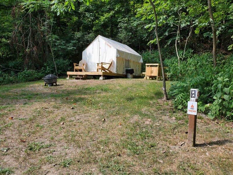 Tentrr State Park Site - WV Hawk's Nest State Park - Site B - Single Camp, alquiler de vacaciones en Summersville