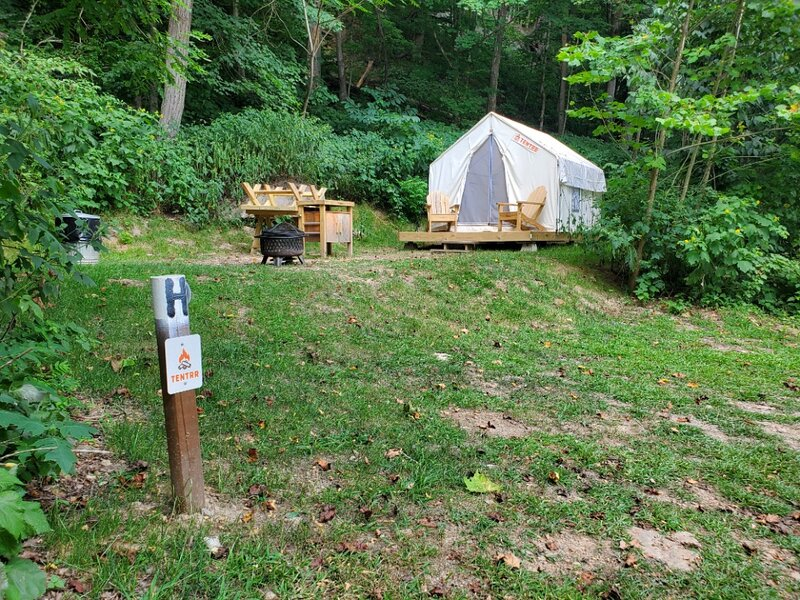Tentrr State Park Site - WV Hawk's Nest State Park - Site H - Single Camp, holiday rental in Lansing