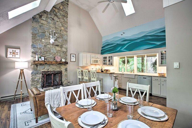 NEW! Wintergreen Resort Home: 2 Decks + Ski Access, holiday rental in Lovingston