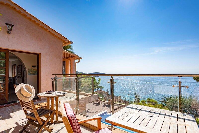 Villa Bagheera Azur Dream. OVERLOOKING the SEA ! Villa 29 km from ST TROPEZ, holiday rental in Le Lavandou