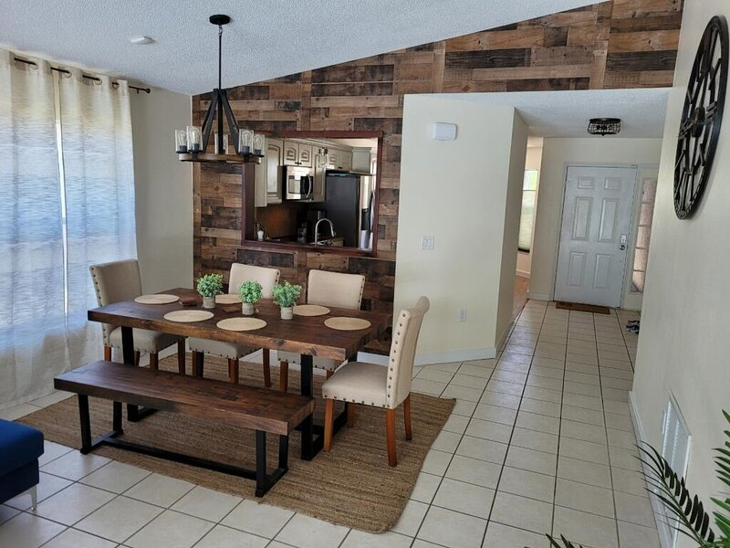 Endless vacation in beautiful house with heated swimming pool, alquiler vacacional en Anna Maria Island