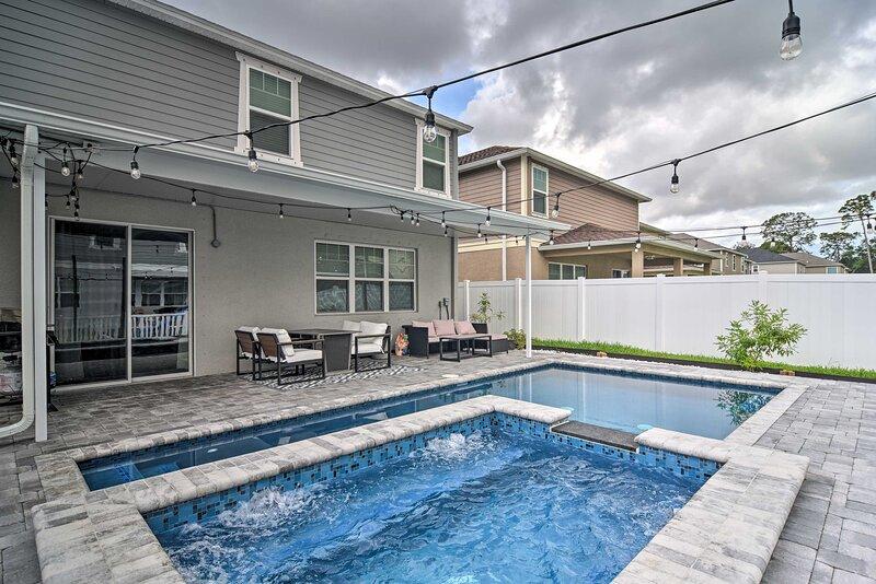 NEW! Seminole Home w/ Spa: 5 Mi to Madeira Beach!, vacation rental in Seminole