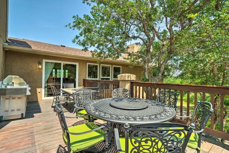 NEW! Spacious Family Home < 12 Mi to USAF Academy!, holiday rental in Larkspur