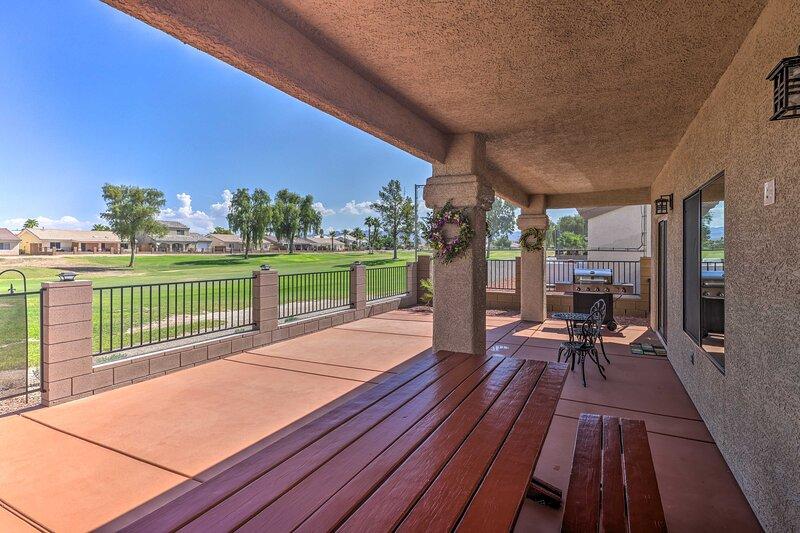 NEW! Bright Home w/ Pool, 3 Mi to Colorado River, location de vacances à Needles
