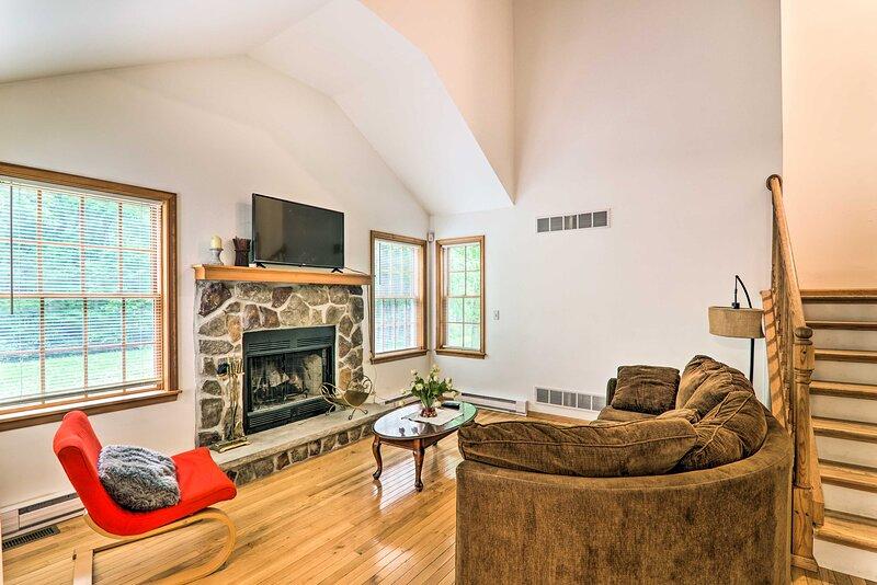 NEW! Tobyhanna House < 6 Mi to Mount Airy Casino!, casa vacanza a Mount Pocono