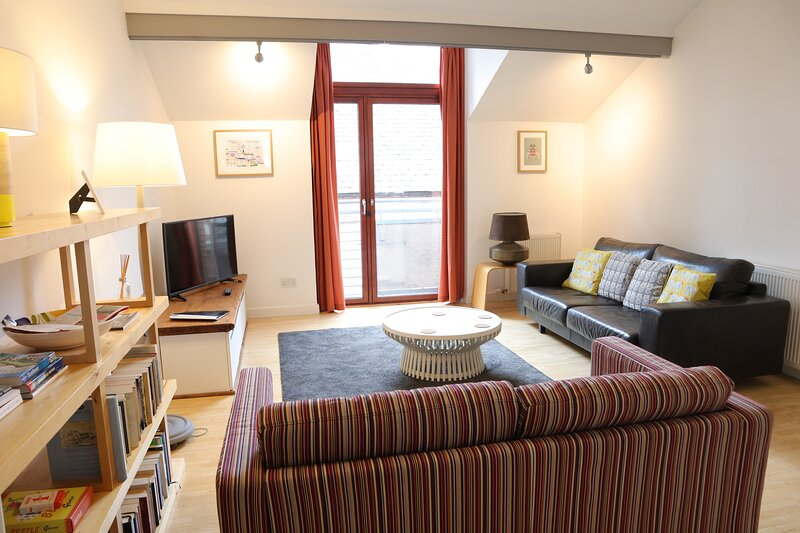 Lomond mews (middle house) with private entrance and parking, holiday rental in Lennoxtown