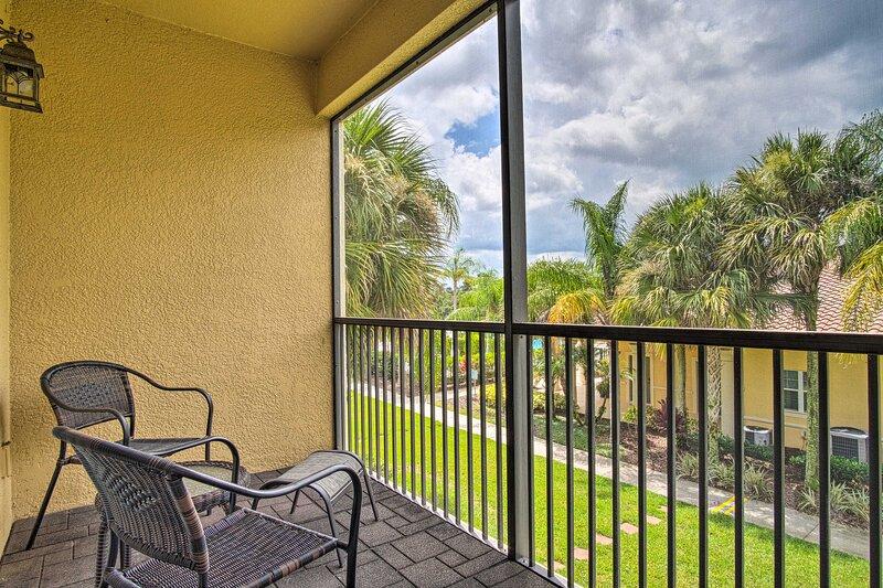 NEW! Condo with Balcony, 2 Miles to Disney World, location de vacances à Orlando