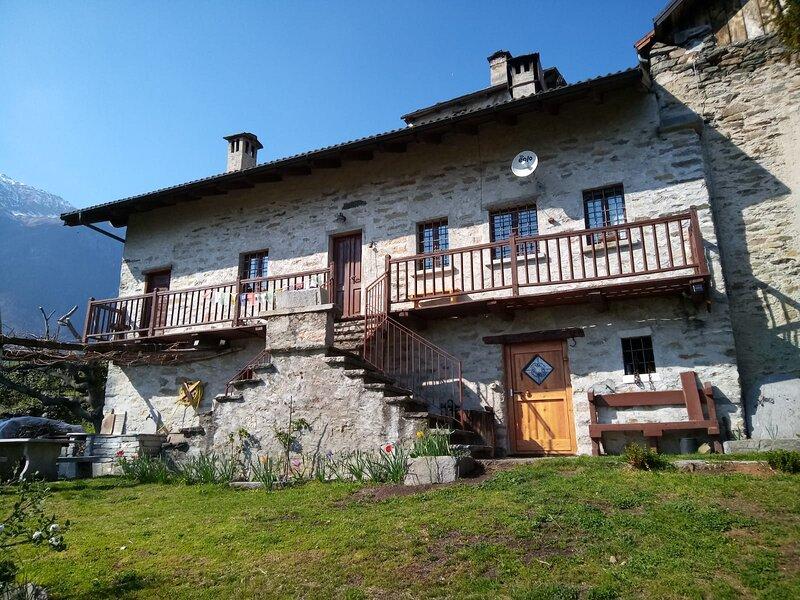 Casa  vacanze Al Pinone, casa vacanza a Domodossola