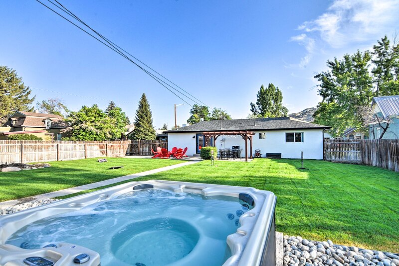 NEW! Salida Escape w/ Hot Tub - 2 Blocks to River!, holiday rental in Cotopaxi