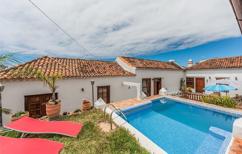 Stunning apartment in Valle de Guerra with Outdoor swimming pool, WiFi and 1 Bed, holiday rental in Guamasa