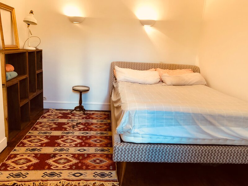 Cosy bohemian Apartment in Central Paris, France, holiday rental in Le Pre Saint Gervais