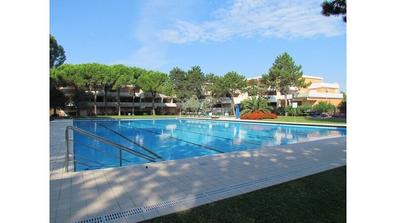 Modern Apartment - Pool - Tennis courts, holiday rental in Bevazzana
