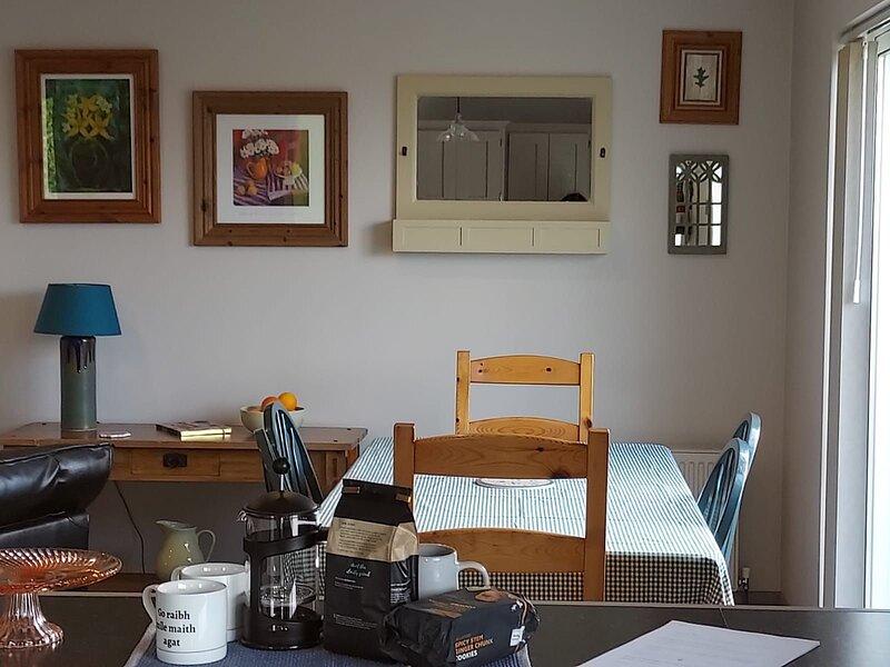 Aoibhneas, Carraroe - A charming three bedroom property within a short distance, location de vacances à Kilkieran