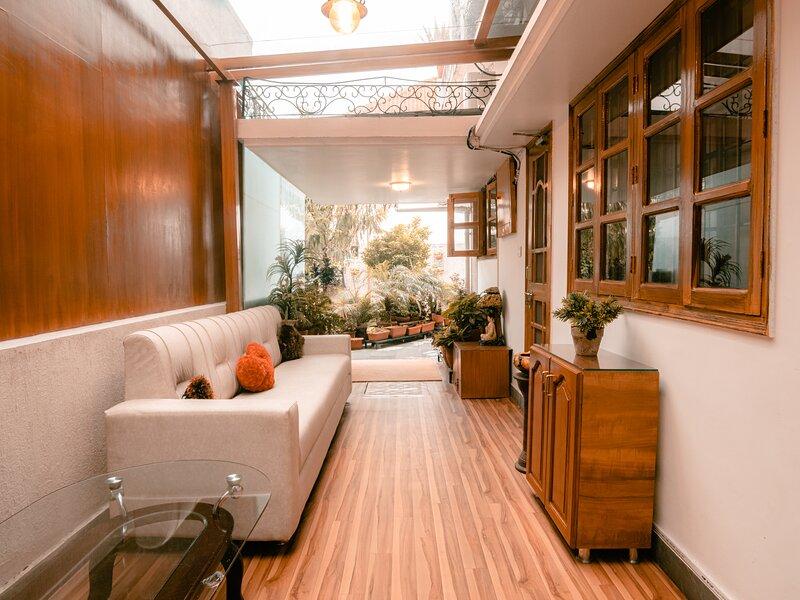 A Centrally Located Warm And Cozy 2 Br Floor, location de vacances à Dehradun
