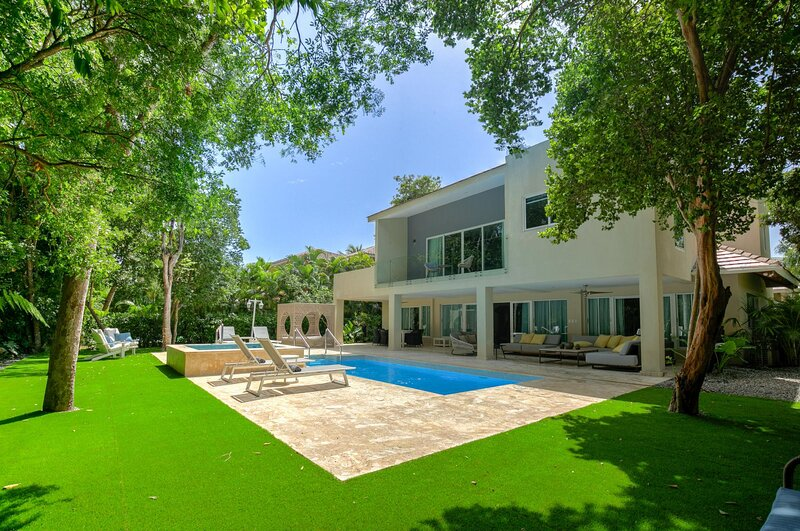Newly renovated and glamorous Villa with private pool in Puntacana Resort & Club, location de vacances à Punta Cana