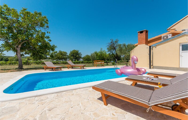 Beautiful home in Polaca with Outdoor swimming pool, WiFi and 4 Bedrooms (CDA810, holiday rental in Polaca