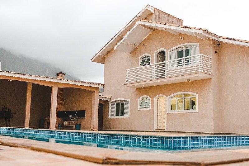 Peruíbe, casa de praia c piscina próx a rodoviária, holiday rental in Itariri