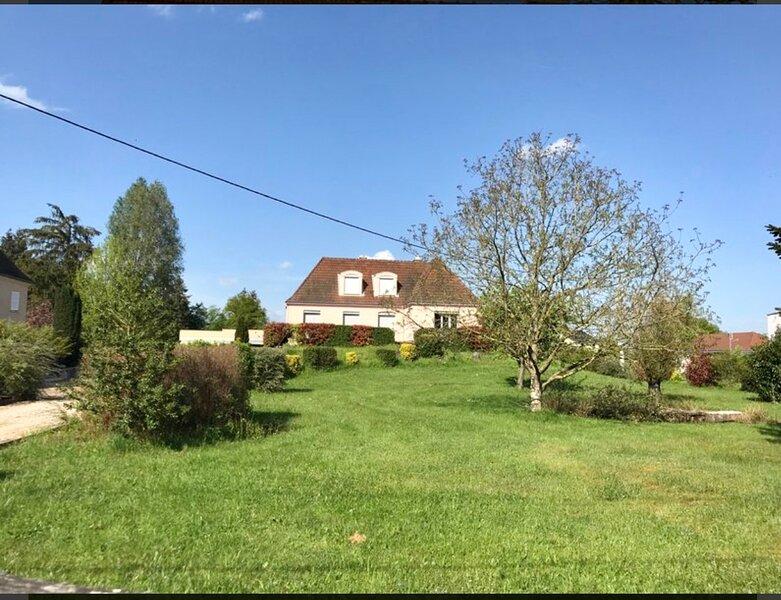 Location vacances Propriété entière sur 6.000 m de terrain, holiday rental in Saint-Christophe-en-Brionnais