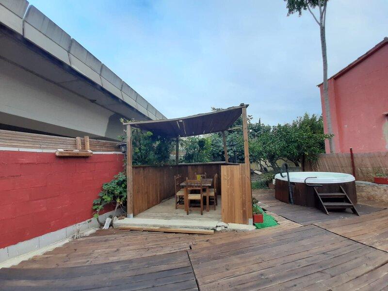 complejo de tres bungalows dobles independientes, con wc privado ., aluguéis de temporada em Vilassar de Mar