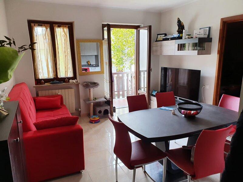Moderno appartamento in zona tranquilla, casa vacanza a Chambave