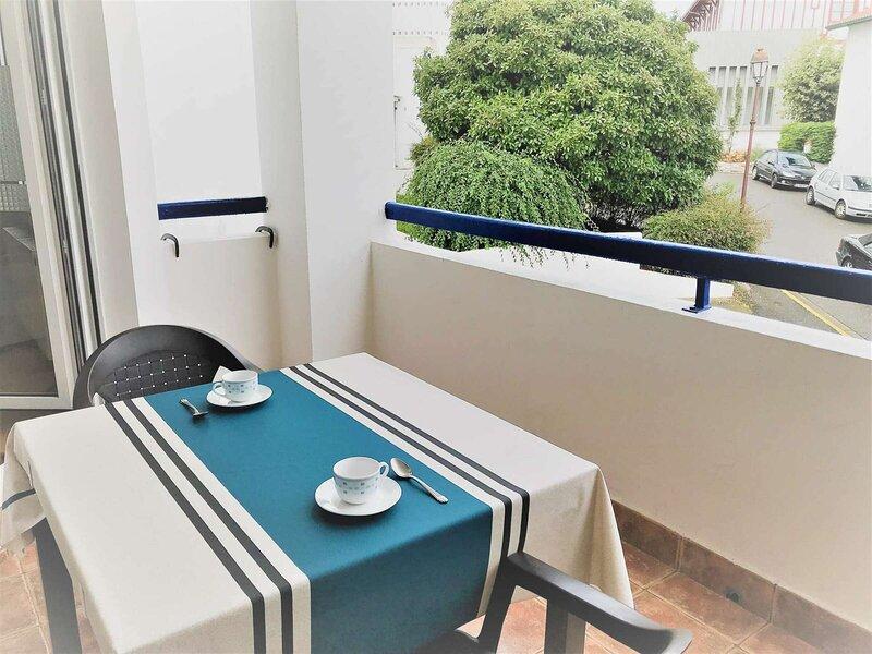 Bien moderne avec balcon en centre ville, alquiler vacacional en Behobie