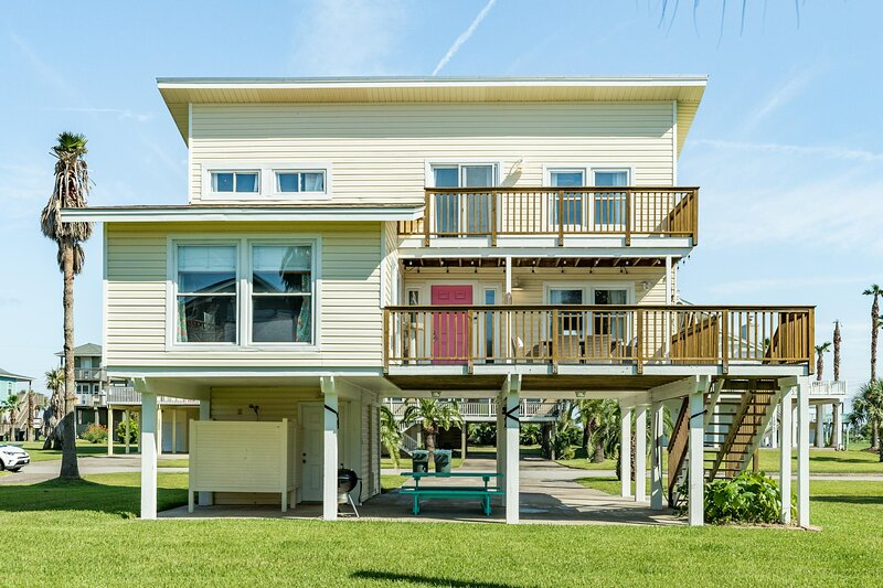Aloha House - Beautiful Decor and Finishes - Easy Peasy Beach Access!, holiday rental in Galveston Island