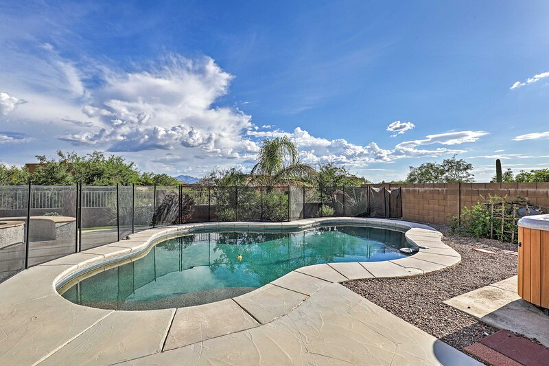 NEW! Vail Desert Oasis w/ Hot Tub, Grill & Views!, holiday rental in Vail
