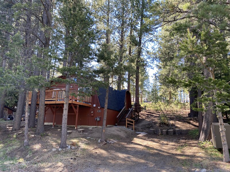 A Cozy Cabin Steps from Mountain Trails and Hiking, alquiler vacacional en Twin Bridges