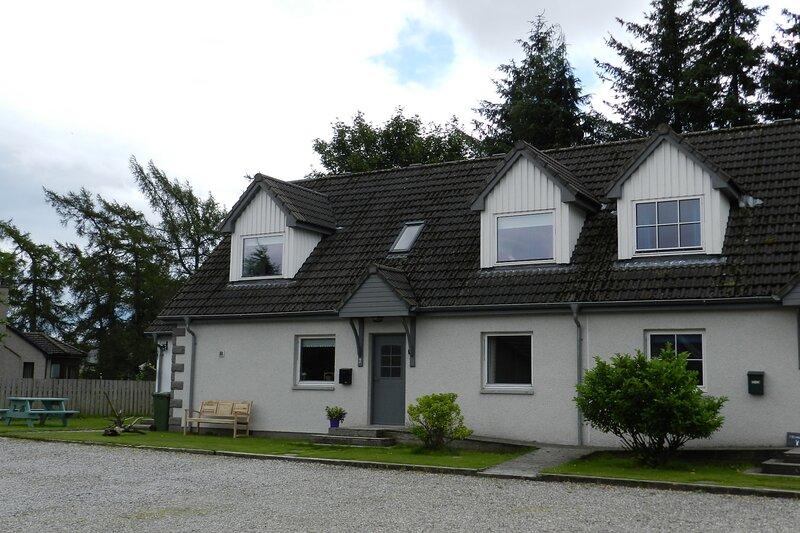 Rowanlea, Modern, spacious house in Newtonmore, aluguéis de temporada em Newtonmore