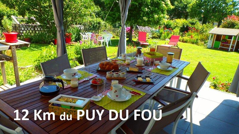 chambre d'hôte familiale, 2 chambres séparées 5 P à 12 km du Puy du Fou, location de vacances à Les Herbiers