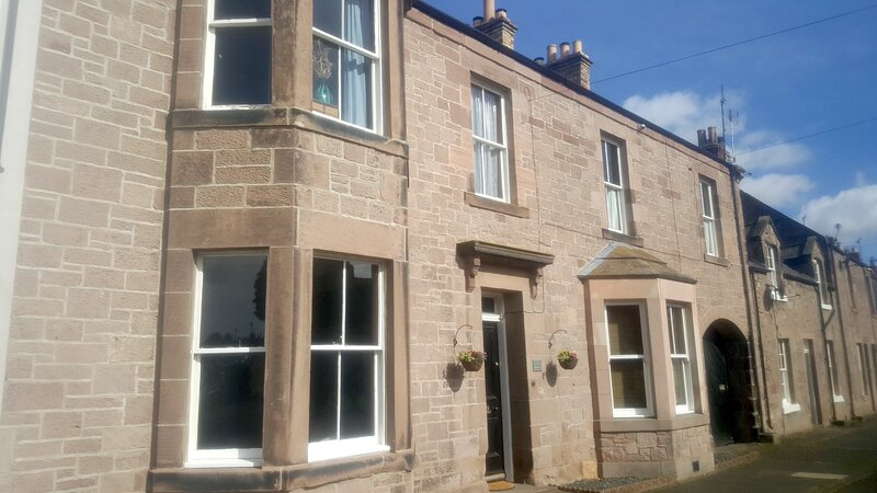 The Old Bakehouse, Norham, large well appointed self catering accommodation, holiday rental in Norham