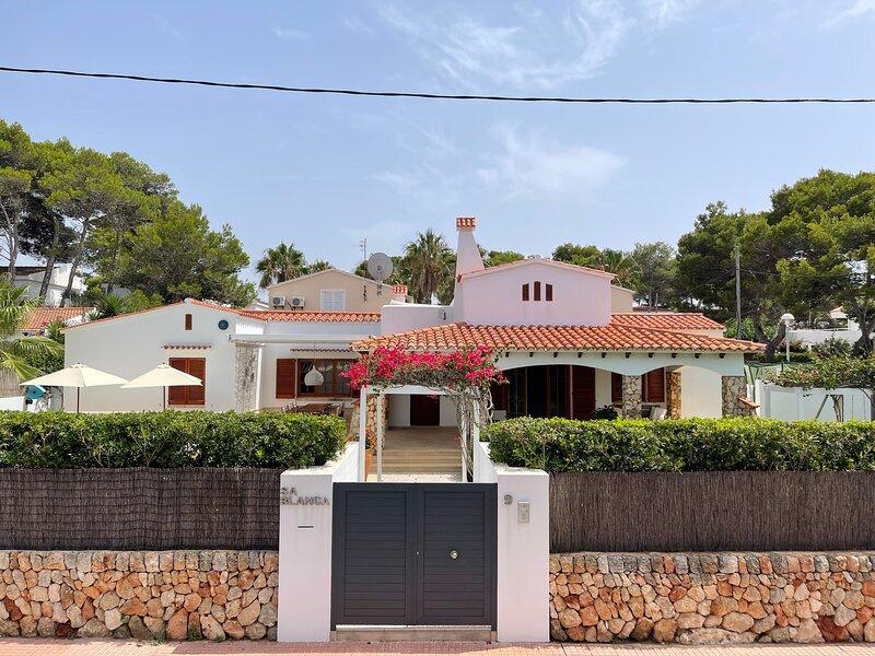 ***Villa Sa Blanca*** Unique family villa in Cala Blanca, alquiler de vacaciones en Menorca