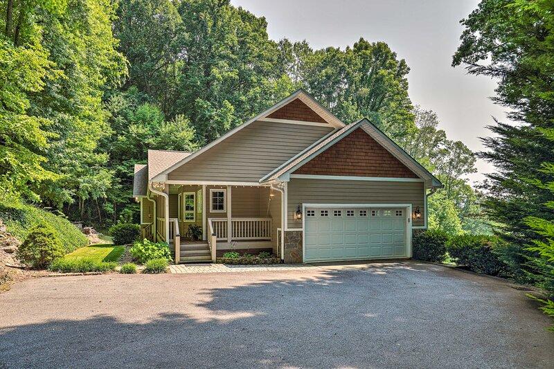 NEW! Spacious Home < 8 Mi to Main Street + Hikes, alquiler vacacional en Balsam