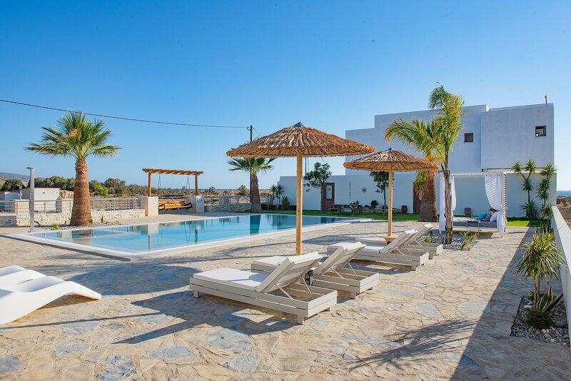 Villa Pnoe Seaside ★ Luxurious, Seafront & Private, vacation rental in Kokkinos Pirgos