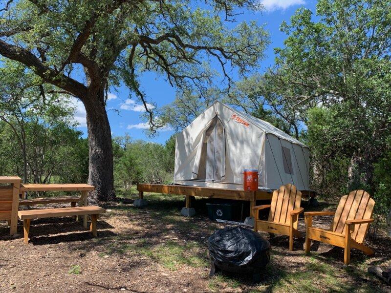 Tentrr Signature Site - Inspiring Oaks Ranch, casa vacanza a Fischer