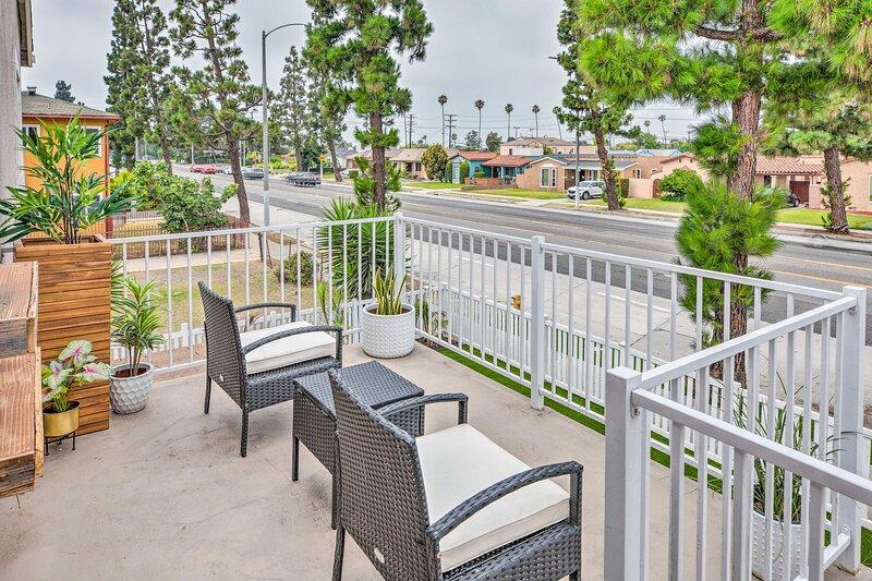 NEW! Updated Luxe Getaway - Walk to SoFi Stadium!, location de vacances à Inglewood