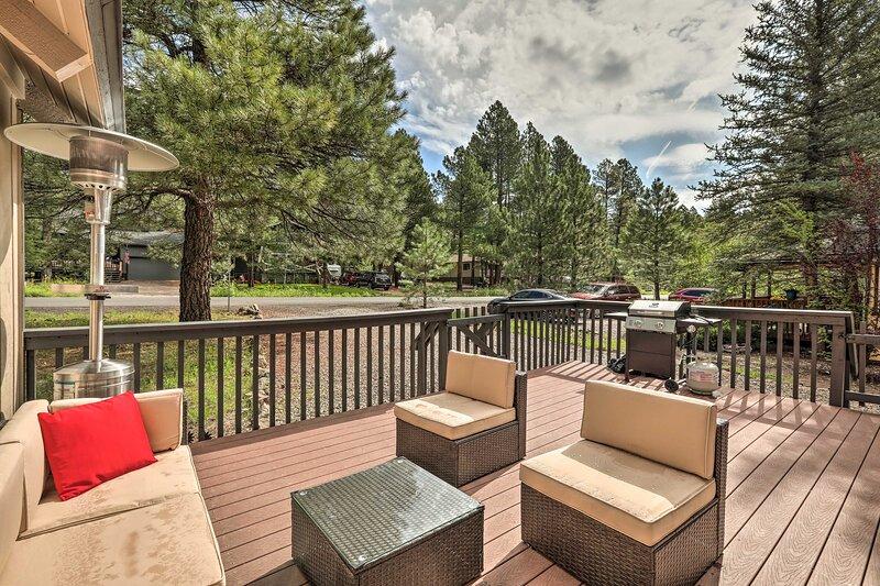 NEW! Wooded Munds Park Cabin - 20 Mi to Flagstaff!, casa vacanza a Munds Park