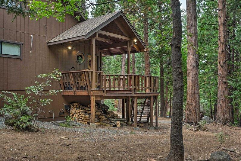 NEW! Cozy Camp Connell Abode w/ Large Game Room!, location de vacances à Pinecrest