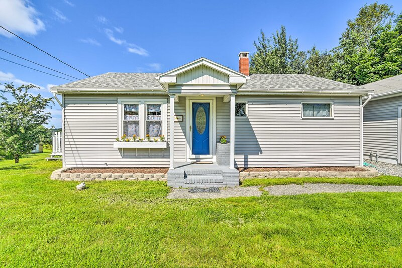 NEW! 'Sky King Cottage', 10 Mi To Beaches + Coast, holiday rental in Lamoine