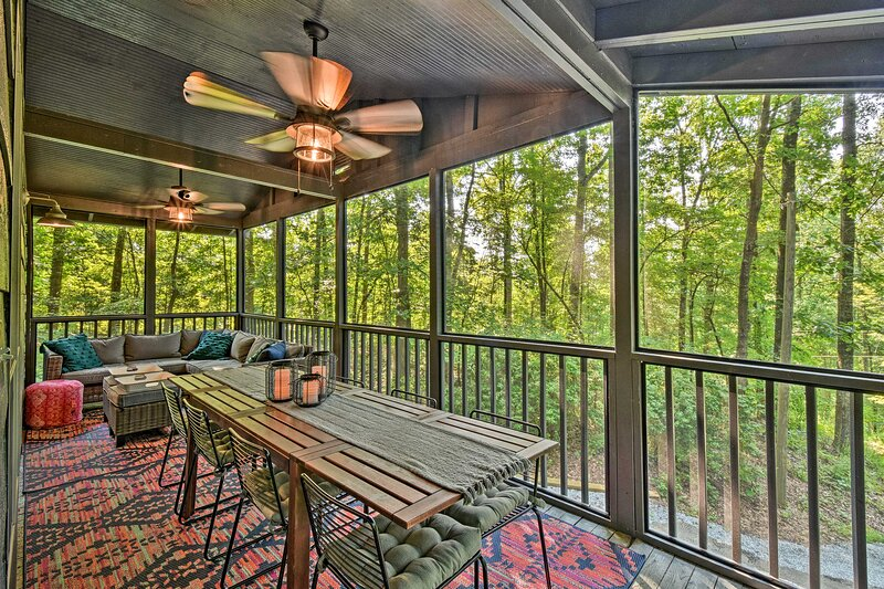 NEW! Stylish Cabin w/ Fire Pit Near Lake Hartwell!, alquiler vacacional en Toccoa
